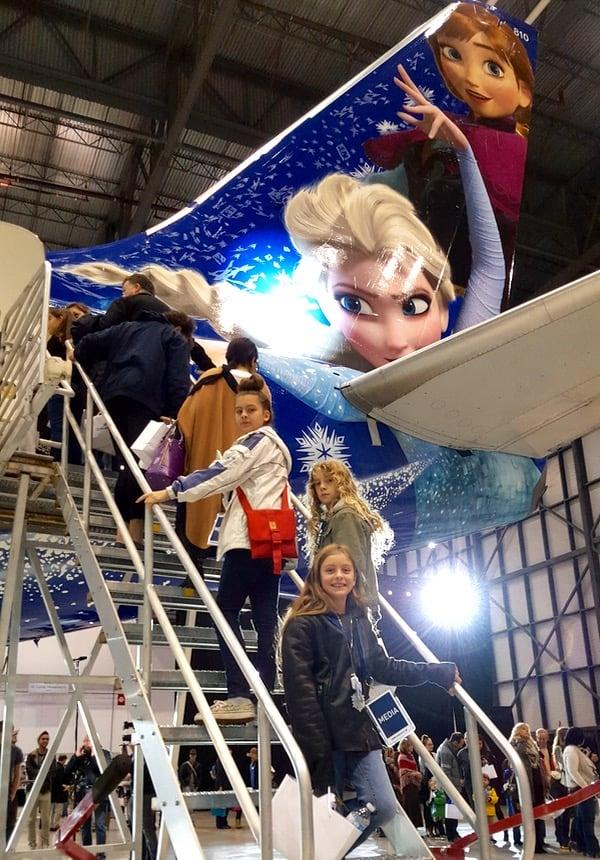 Family-Travel-WestJet-Disney-Frozen-Plane-Announcement