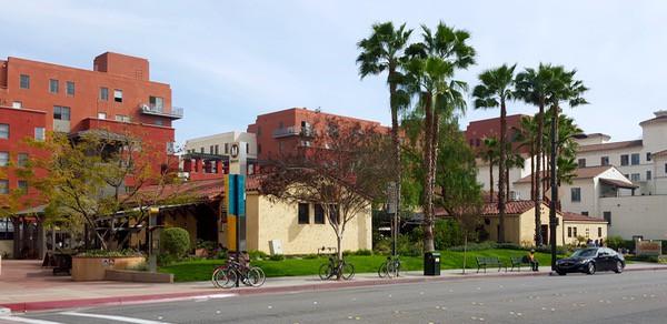 Family-Travel-California-Pasadena-Foodie-La-Grande-Orange-Cafe