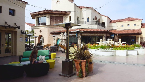 Family-Travel-Huntington-Beach-Hyatt-Courtyard