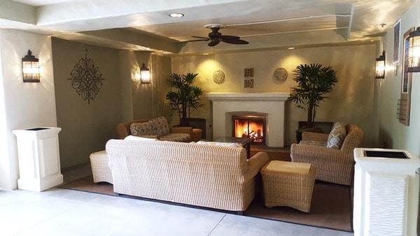 Family-Travel-Huntington-Beach-Hyatt-Outdoor-Seating