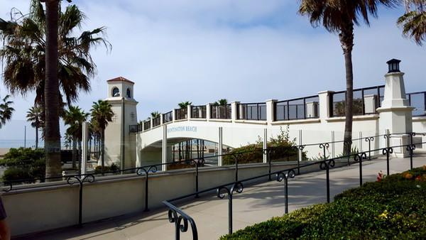 Family-Travel-Huntington-Beach-Hyatt-Overpass