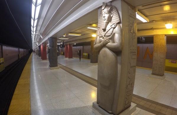 Family-Travel-Museum-Subway-Art