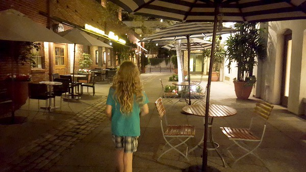 Family-Travel-Pasadena-Day-Trip-alleyways