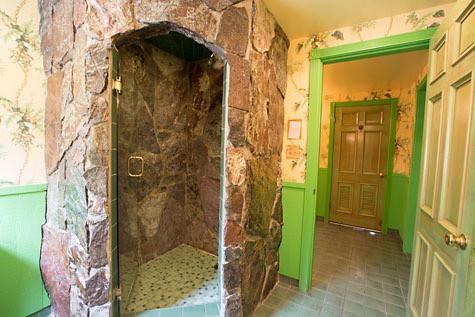 Family-Travel-California-Modonna-Inn-Rock-Wall-Shower