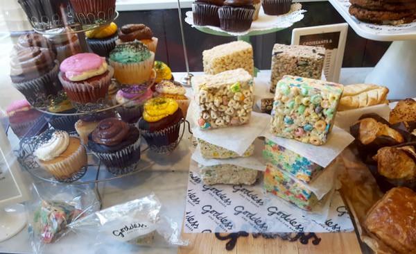 family-travel-chicago-river-north-restaurant-goddess-baker-sweets image