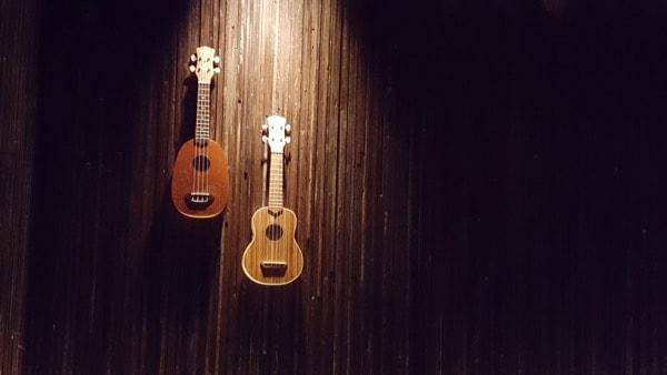 family-travel-chicago-river-north-restaurant-three-dots-dash-ukulele image