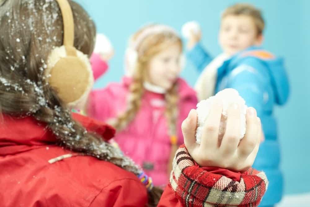 kids throwing snowballs