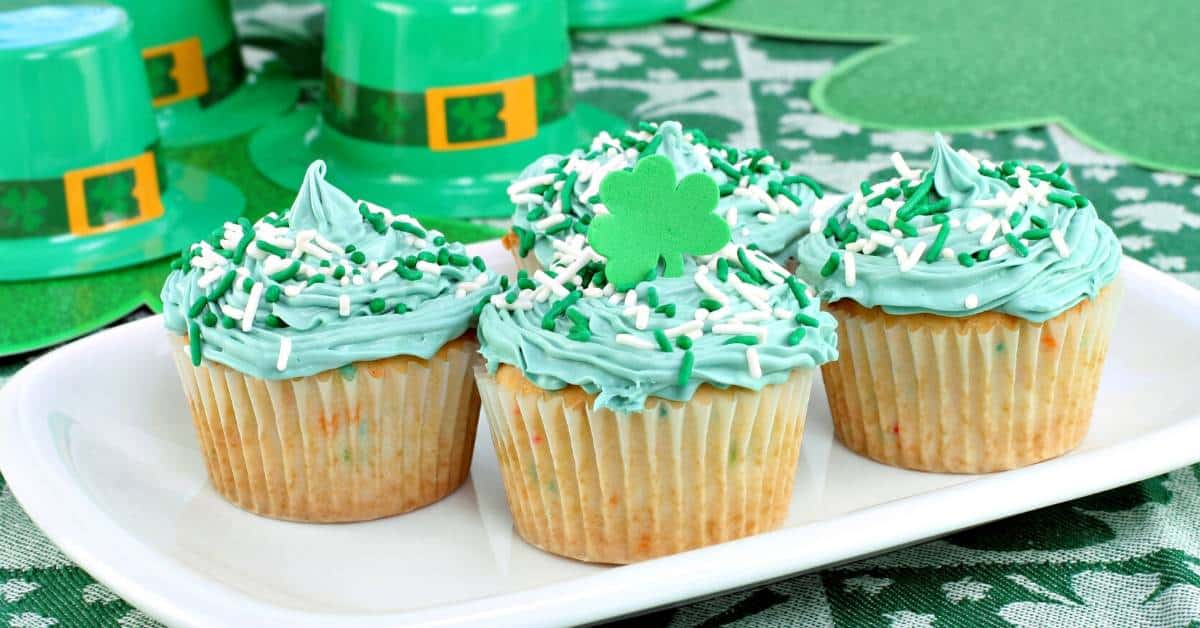 I love finding simple St. Patrick's Day crafts for kids to do so the kids can get in the spirit of St. Patrick's Day. These St. Patrick's Day crafts are quick and easy and kids love them!